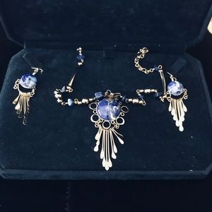 Vintage set necklace and earrings. Stunning.